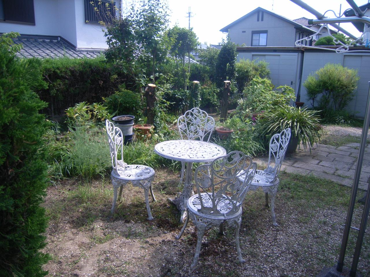 緑ある管理のしやすいお庭 BEFORE