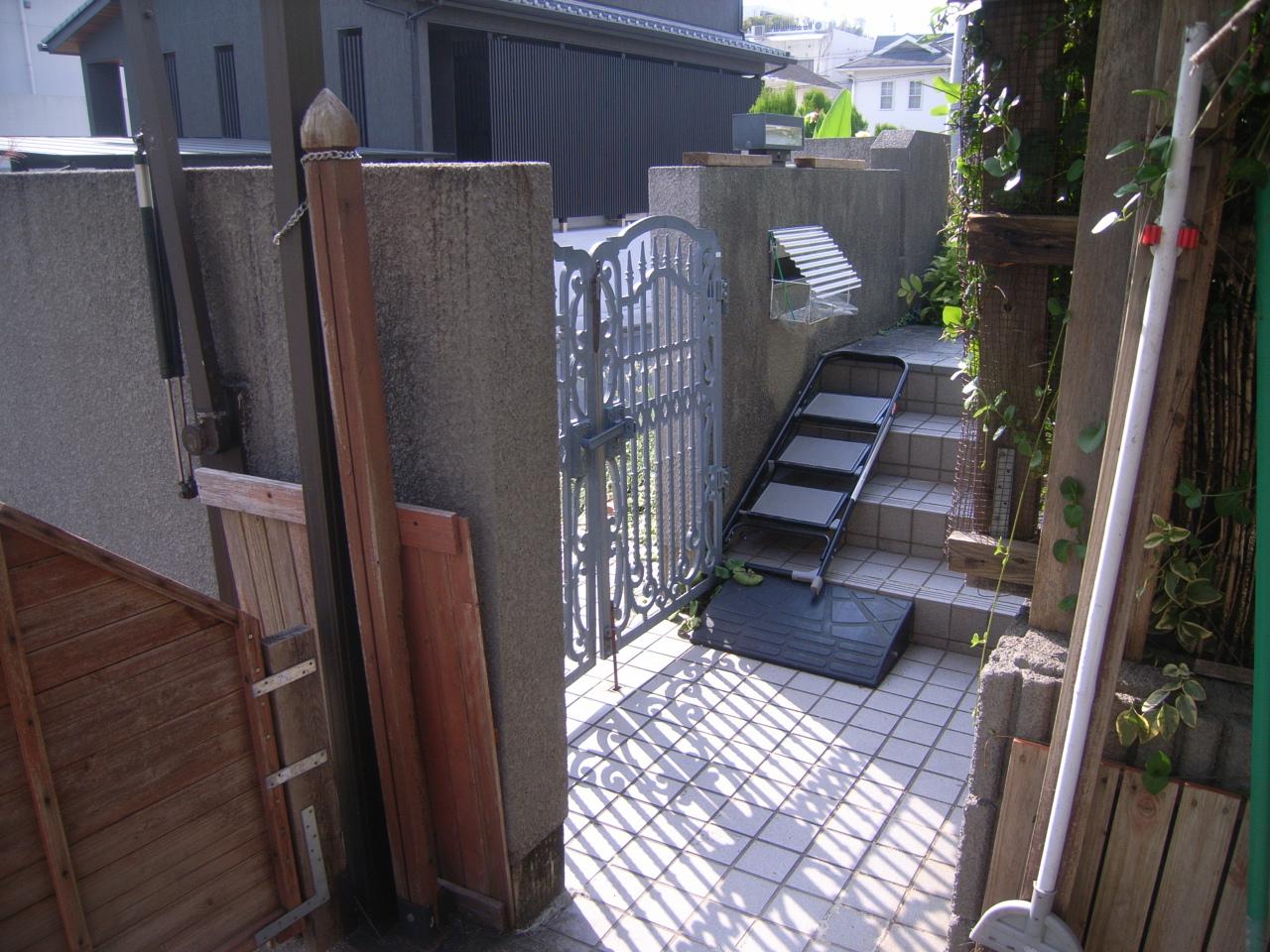 玄関周りのリフォーム スロープ・手すり・門扉 ~暮らしを快適に~ BEFORE